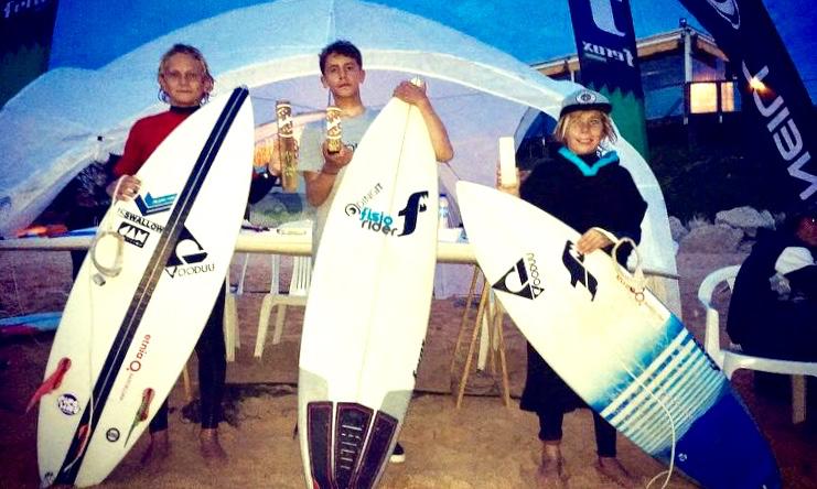 Pódio Sub-14, incompleto, na 1ª Etapa Intersócios 2017 do Albufeira Surf Clube. À esquerda, o vencedor Julian Seyffert (®ASC)