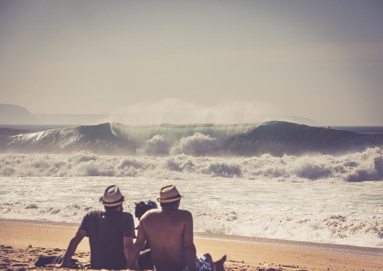 Após 2 meses de expetativa não houve um dia de tubos perfeitos na Praia do Norte, Nazaré. A espera continua até 23 de dezembro (®MiguelCaparica)