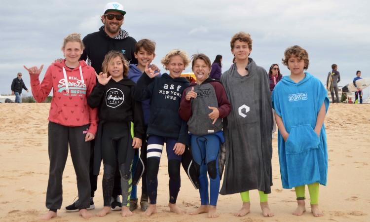 Grupo da Surf 4 Fun, orientado por Ivan Bailote, onde se integram os finalistas Julian Seyffert, Martim Brandão e César Silva (®PauloMarcelino/Arquivo)