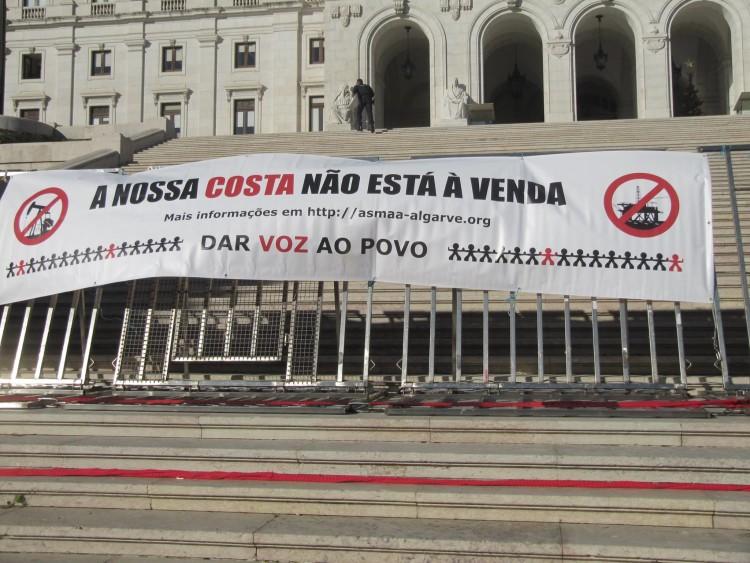 ASMAA reuniu 42 mil assinaturas contra a prospeção ainda em fase de consulta pública, ignoradas por dois governos, um de direita e outro de esquerda (®ASMAA)