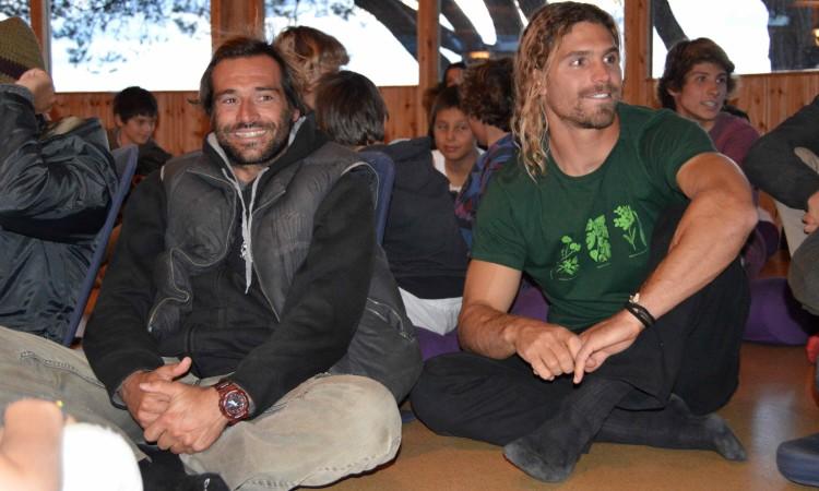 Os pioneiros do surf português em Jaws, João de Macedo, à esquerda, e o algarvio Alex Botelho, no Monte Velho Eco Retreats (®PauloMarcelino)