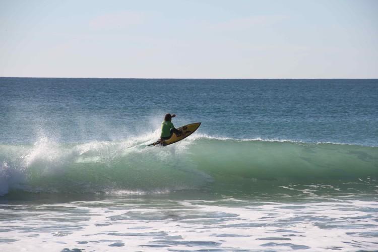Henrique 'Piki' Gomes, campeão regional de surf Sub-12 é agora também campeão de surf Sub-16 do CNPTM (®MariaPrado)