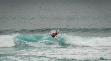 Francisco Duarte em ação na Praia das Bicas. O algarvio apanhou ondas muito boas de manhã e diz que só por isso valeu a pena (®SCS)