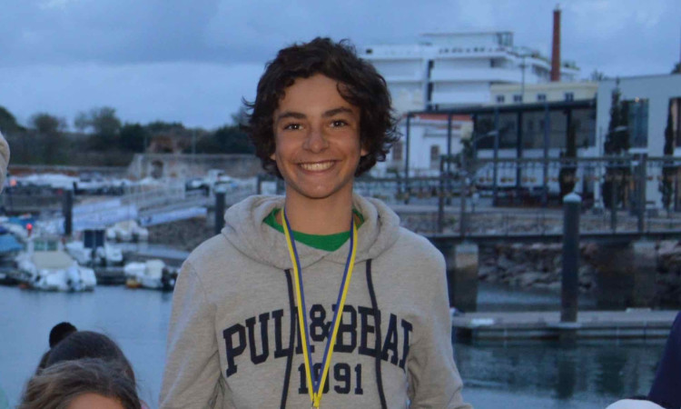 Miguel Sancho é 5º geral, 3º Sub-15 Masculino após 3 provas na Optimist Excellence Cup 2017-2018 (®PauloMarcelino/arquivo)