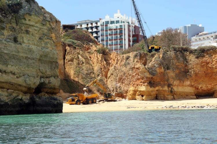 Enchimento artificial e construção de dique vão custar 1,8 milhões de euros e aumentar a praia em 40 metros (@carlosalmeida)