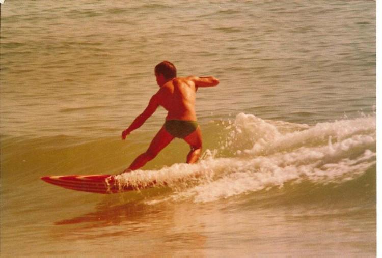 Surfada de cuecas em Fevereiro de 1981 (@paulomartins)