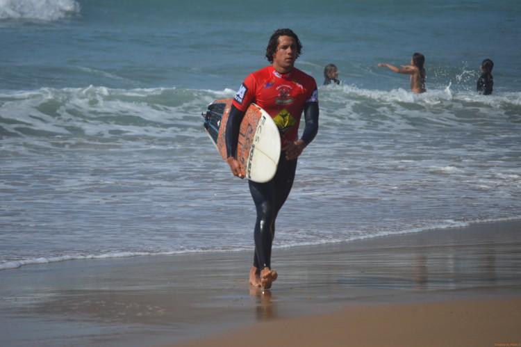 """Luca Guichard: """"Já surfei em dois eventos à noite e foi fixe"""" (®paulomarcelino/arquivo/Maio2015)"""