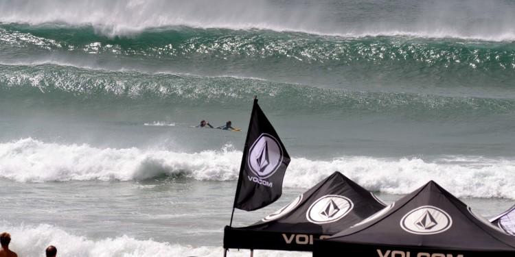 Praia do Amado recebeu o Volcom Rumblefish 2015 com um 'offshore de gala' (®GansoPhotos)