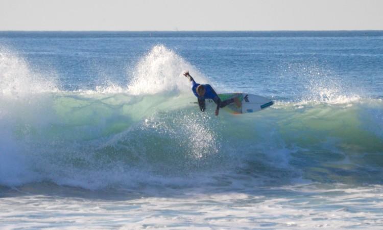 Ivan Bailote é um dos principais surfistas na equipa de competição do Albufeira Surf Clube (®PauloMarcelino/Arquivo/Nov15)