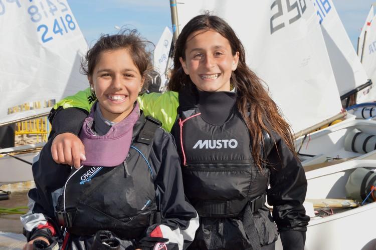Beatriz Gago (à esquerda) e Daniela Miranda, fotografadas em fevereiro do ano passado (®PauloMarcelino/Arquivo)