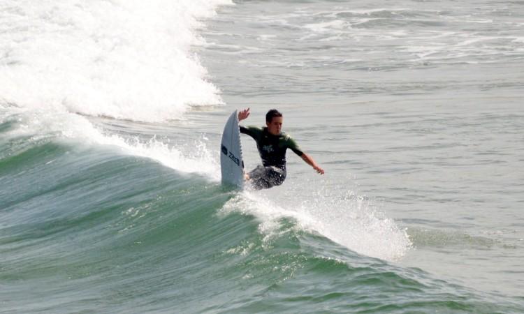 Francisco Duarte, numa sessão livre na Praia da Bordeira, em agosto do ano passado (®PauloMarcelino/Arquivo)
