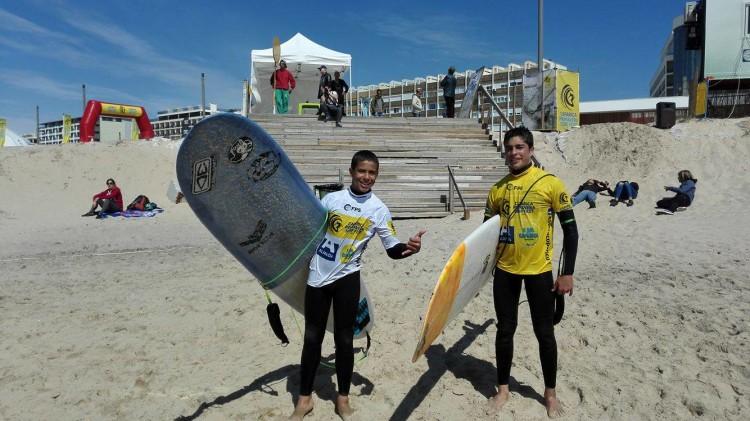 Clube de Surf de Faro estreou nesta etapa os Esperanças André Dias, à esquerda; e Gonçalo Feijão (®ManuelMestre)