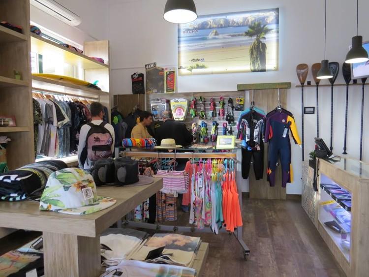 Nova loja de surf tem uma oferta variada de roupa 'surf style' e pranchas e material técnico para Surf, SUP e Longboard (®DR)