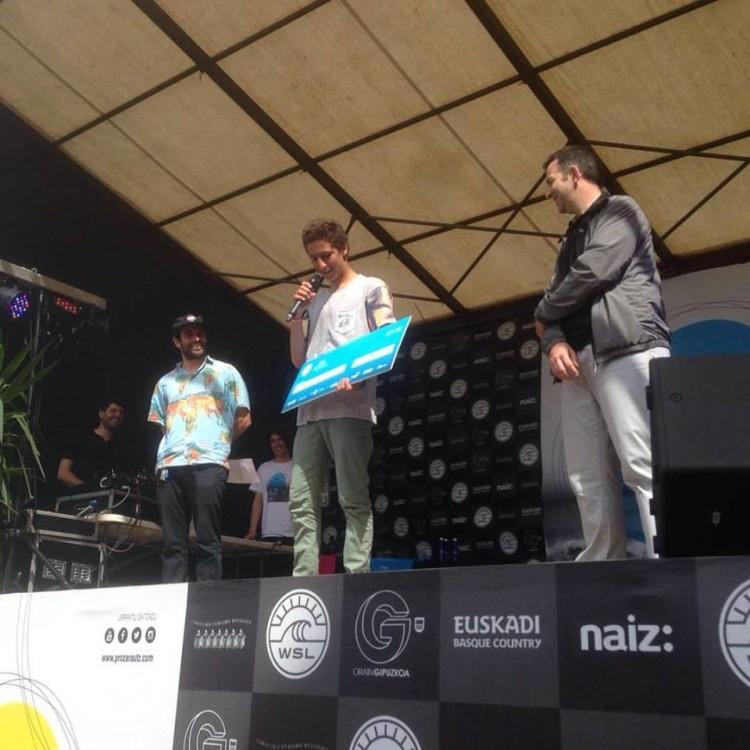 Martim vem do palco basco do QS em Zarautz, onde venceu o 'Aerial Show' e vai defrontar o campeão nacional, Frederico Morais, na Caparica (®DR)