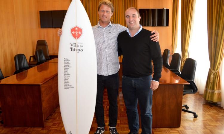 Marlon Lipke com o presidente da Câmara Municipal de Vila do Bispo, Adelino Soares (®PauloMarcelino)