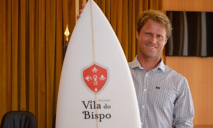 Patrocínio permite a Marlon participar em três importantes provas do circuito mundial de qualificação… com o 'logo' do Município de Vila do Bispo na prancha (®PauloMarcelino)
