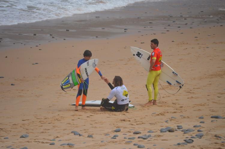 Mais do que o contato breve na areia, os mais novos vão ter oportunidade de ouvir os mais velhos contar a sua história (®PauloMarcelino/Arquivo)