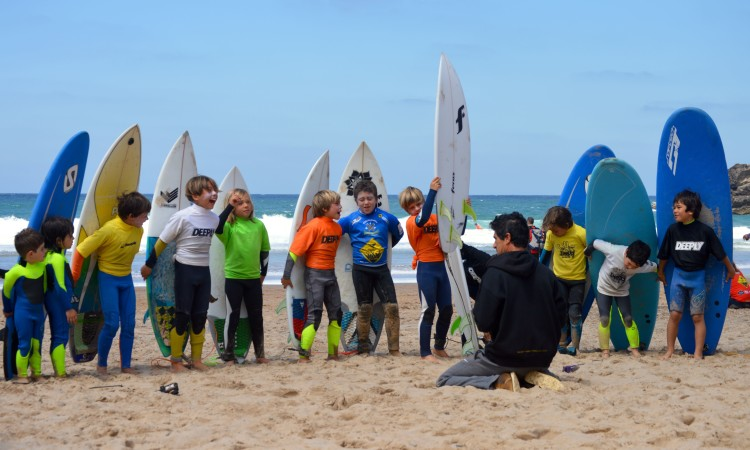 Sérgio Brandão com o futuro do surf algarvio (®PauloMarcelino)