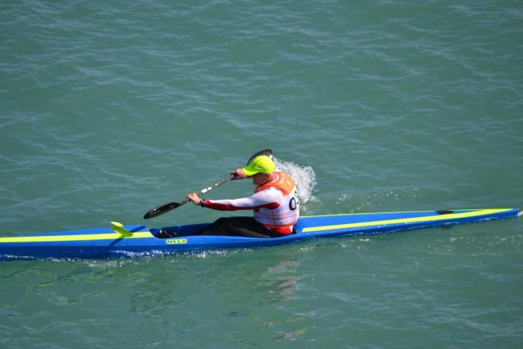 Sul-africano Oscar Chalupsky é um referência mundial da canoagem de mar e venceu a prova algarvia com um novo recorde do percurso (®KCCA)