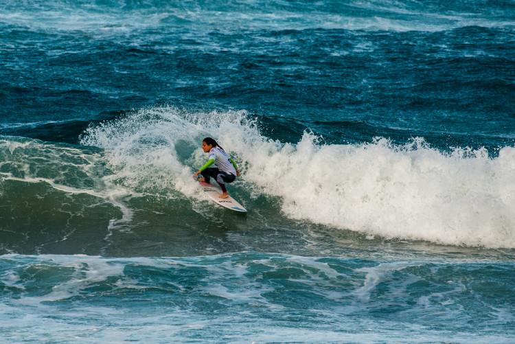 Carol Henrique surfou na final com uma prancha do irmão, Pedro Henrique (®PedroMestre/ANS)