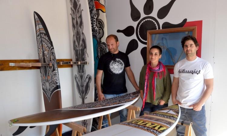 Nuno, Cristiana e Fábio na 'fábrica rural' da Bikuaiet em Bela Curral, arredores de Faro (®PauloMarcelino)
