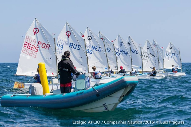 Todos os treinos de mar terminam com regatas simuladas, que têm tido a participação de velejadores de outros países (®LuisFraguas)