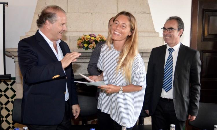 Momento da entrega do cheque, ou da concretização, como referiu Nuno Pinto Magalhães (®PauloMarcelino)