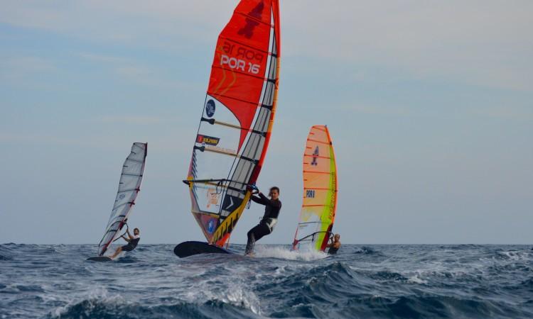 Atletas tiveram de fazer duas regatas sem ter havido pausa para ir a terra mudar de vela (®PauloMarcelino)