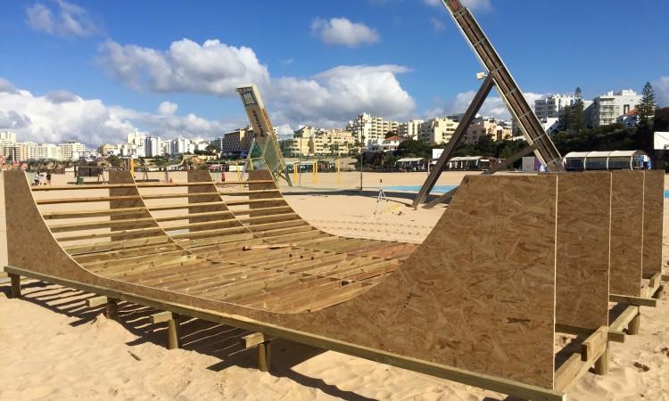 'Mini-ramp half pipe' em pleno areal na Rocha vai poder ser utilizado por todos os skaters (®PauloMarcelino)
