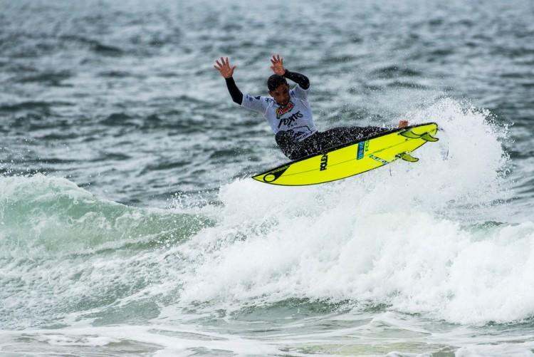 Pedro Henrique venceu e fez o melhor 'score' e a melhor onda da prova, mostrando muito o seu jogo aéreo (®PedroMestre/ANS)