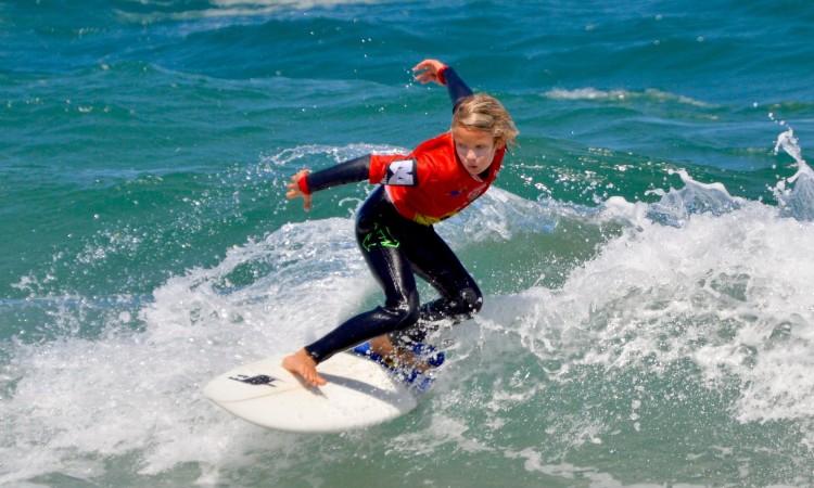 Splinter Berkum, campeão regional do Sul Sub-12 é atleta do Algarve Surf Clube (®PauloMarcelino/Arquivo)