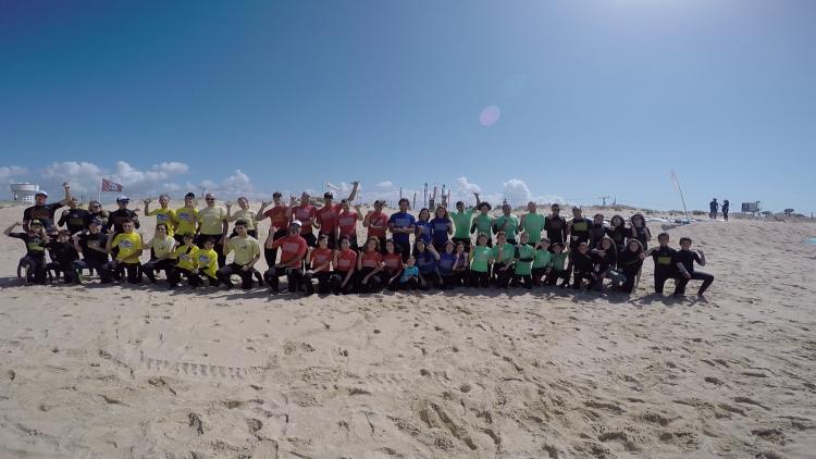 Aula de surf gratuita foi um sucesso (®CSF)