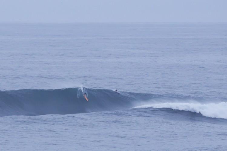 Algarvio Alex Botelho já se candidatou com uma 'bomba' surfada na Nazaré (®RuiSoares)