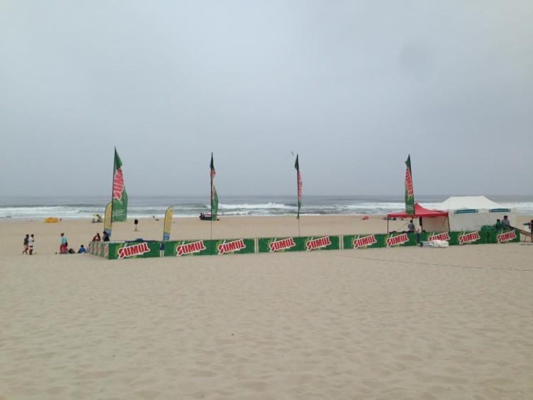 Palco Miss Sumol Cup já foi hoje estreado com os 'trials' para a etapa do nacional feminino de surf (®DR)