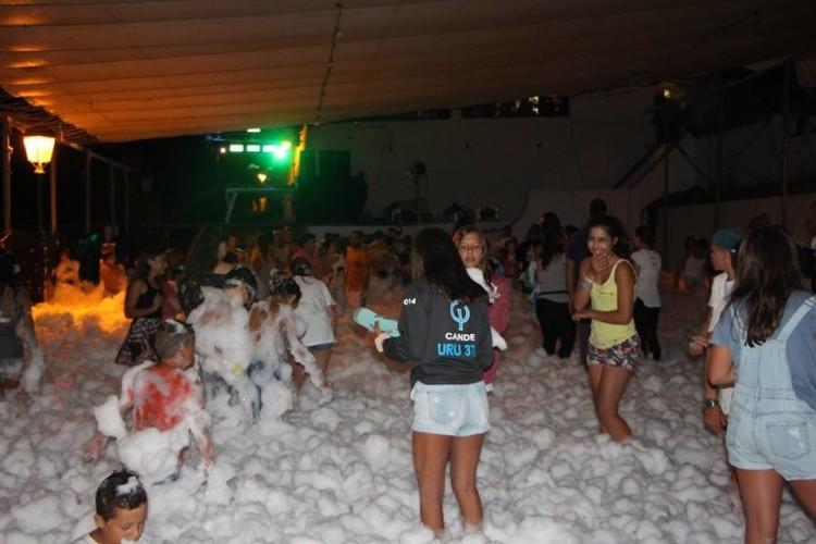 A festa de espuma sábado à noite já é uma tradição no evento. Este ano foi em Alcoutim (®CMAlcoutim)