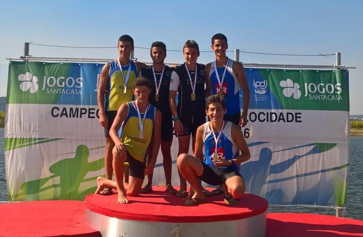 'Castores' Iago Bebiano e Tomás Paulo dos Santos no 1º lugar do pódio K2 Cadetes 200m (®KCCA)