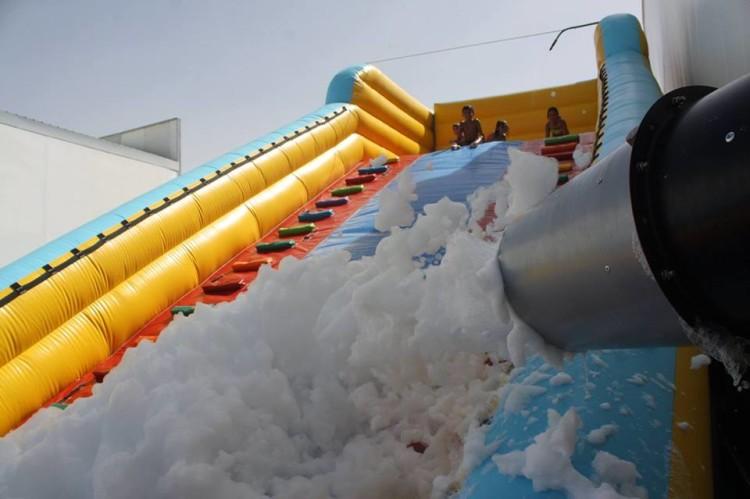 Insuflável Extreme Foam deverá estar na praia, para diversão gratuita (®DR)