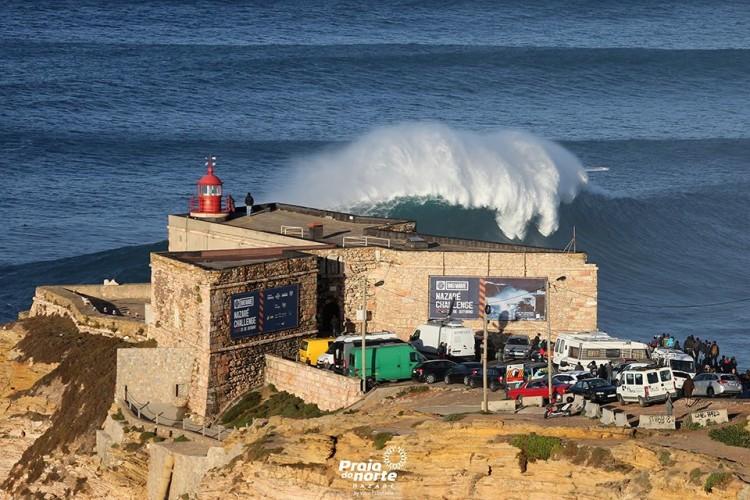 Primeiro grande swell da temporada 'atingiu' esta semana a Praia do Norte, mas não 'estragou' os fundos (®PraiaDoNorte)