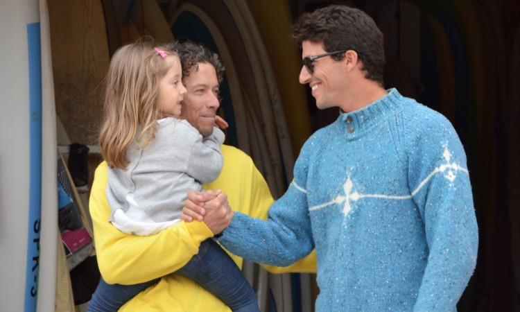 Gustavo 'Guga' Gouveia, à esquerda com a filha ao colo, e Miguel Mouzinho, á direita; um deles vai ser consagrado campeão regional em Faro (®PauloMarcelino/arquivo)