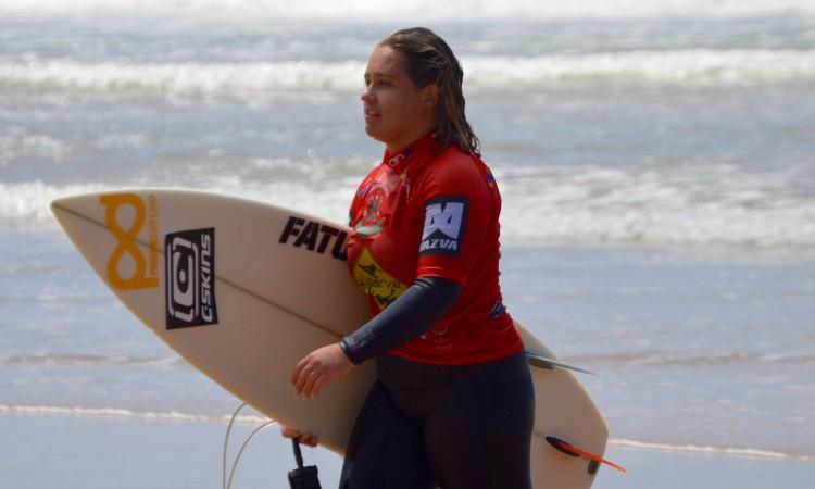 Yolanda Hopkins é a melhor surfista algarvia da atualidade (®PauloMarcelino/arquivo)