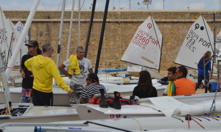 'Rapaziada' do windsurf vai estar entre as outras velas ligeiras, porque a prova em Lagos vai ser também a primeira do Campeonato do Algarve de Formula Windsurfing 2016/2017 (®PauloMarcelino/arquivo)