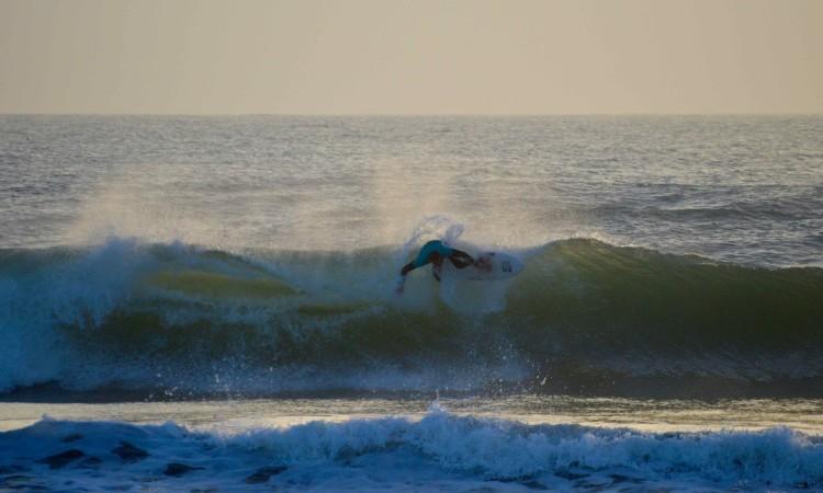 Roberto D'amico numa das ondas que fez durante a final (®PauloMarcelino)