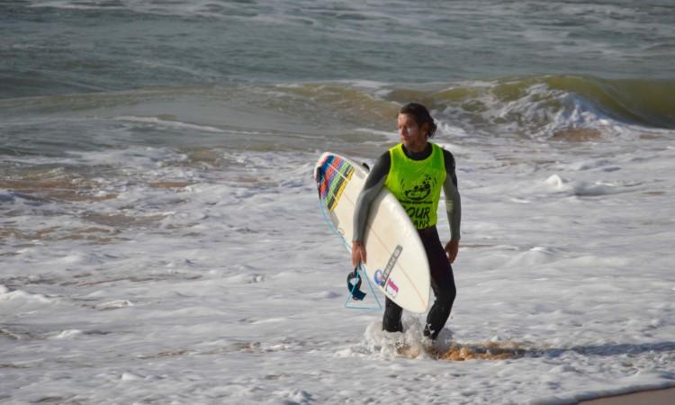Gustavo 'Guga' Gouveia não foi feliz na etapa, mas é o novo Campeão Regional de Surf Open do Sul (®PauloMarcelino)