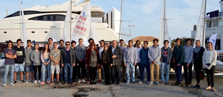 Convidados institucionais com as tripulações da Classe 420 já em estágio no Vilamoura Sailing (®PauloMarcelino)