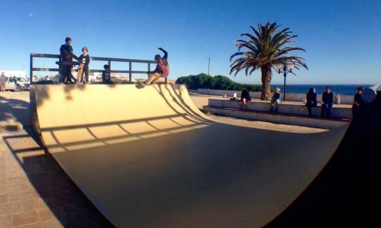 Rampa foi uma ideia do Algarve Surf Clube, patrocinada pela Câmara de Vila do Bispo e construída pela Academia dos Patins (®ASC)