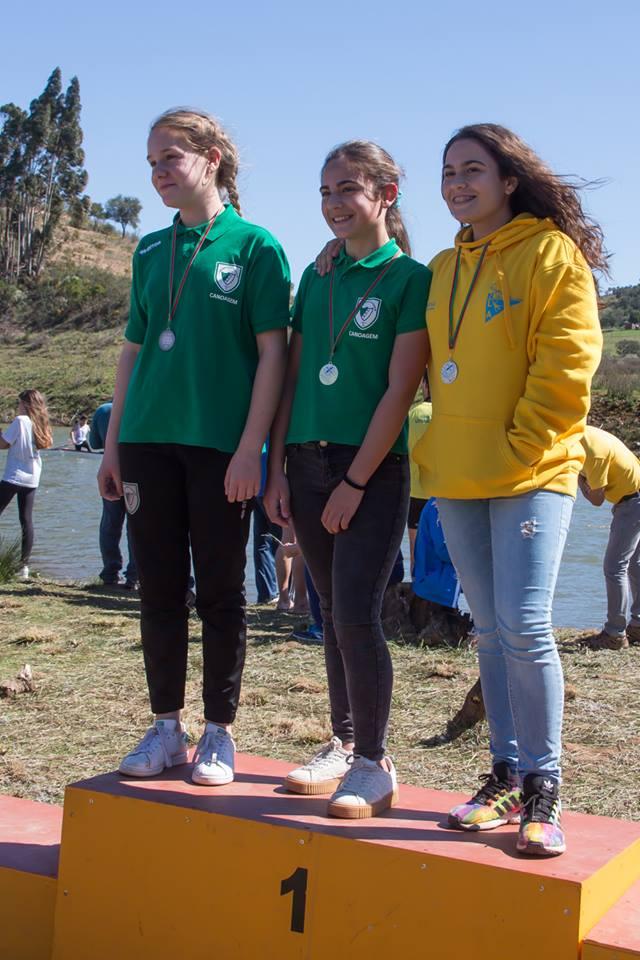 Pódio K1 Iniciado Feminino, com duas atletas de Alcoutim, de verde: Luana Lopes e Sara Melo (®GDA)