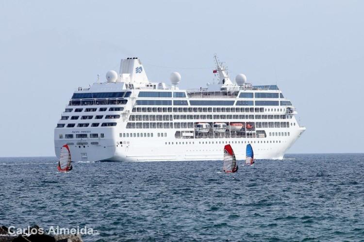 Bom tempo, boas condições e a visita de um navio cruzeiro durante a prova (®CarlosAlmeida)
