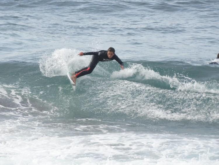 Leonardo Quádrio em ação. O surfista de Albufeira fez 3º lugar Sub-14 na etapa regional (®DR) açoriana