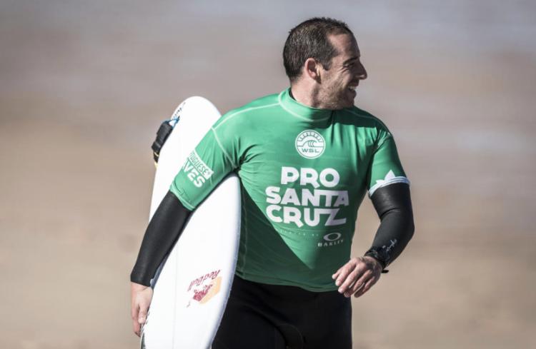 Tiago Pires terminou o Pro Santa Cruz em 13º, eliminado esta sexta-feira, na Ronda 5 (®WSL/Poullenot/Aquashot)