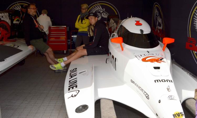 Filip Roms, da Mad Croc Baba Racing, espera, como todos os pilotos, por tréguas do vento (®PauloMarcelino)